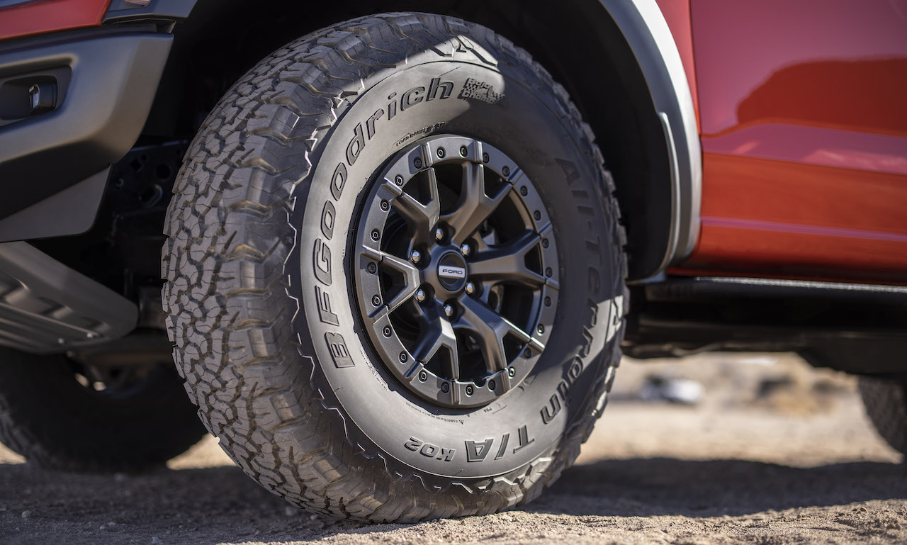 2021 Ford F-150 Raptor wheel and tire
