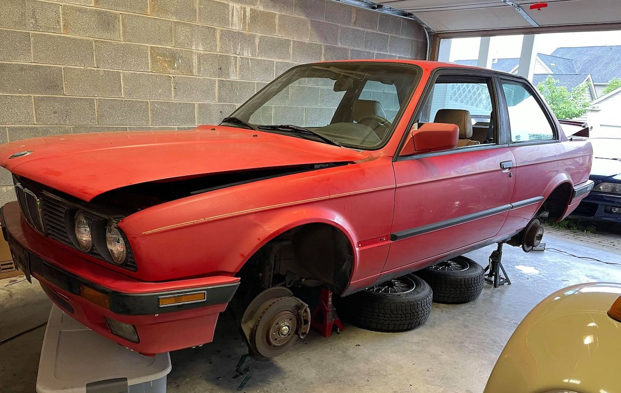 red E30 318is