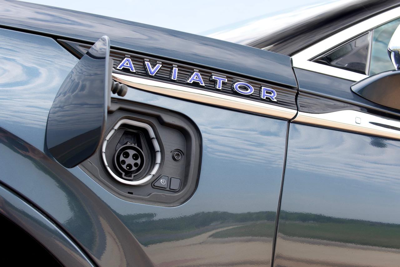 2021 Lincoln Aviator plug in hybrid