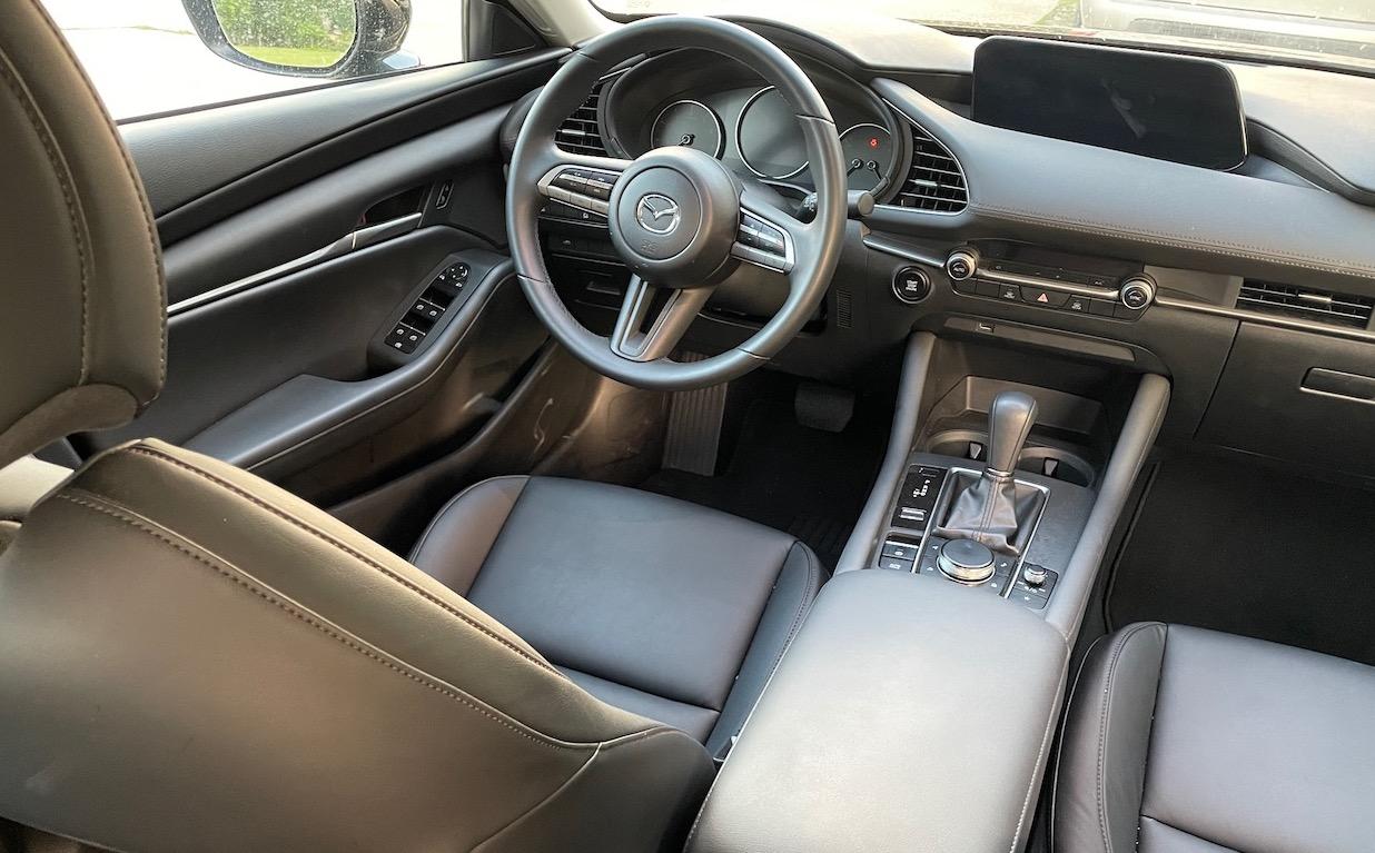 2021 mazda3 select Avis Preferred black interior