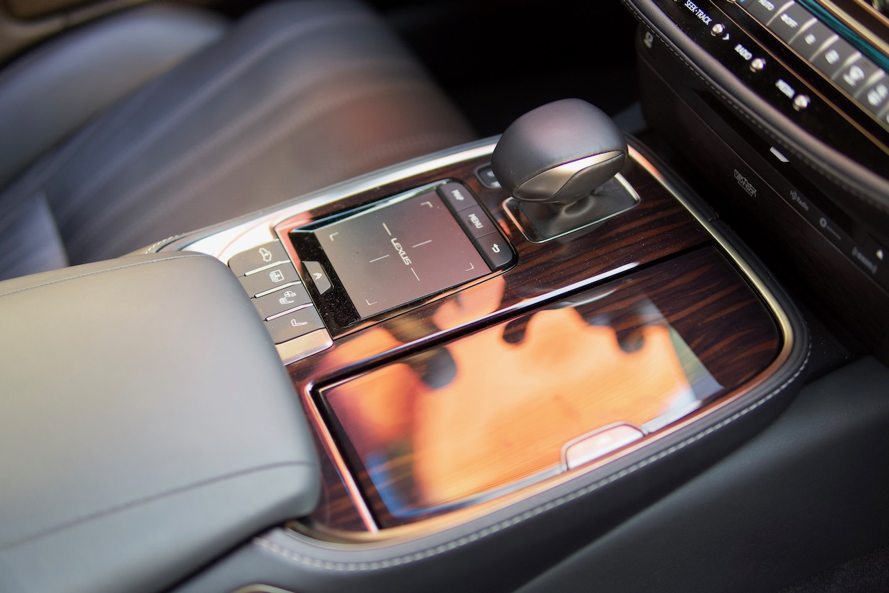 2021 Lexus LS 500 touchpad