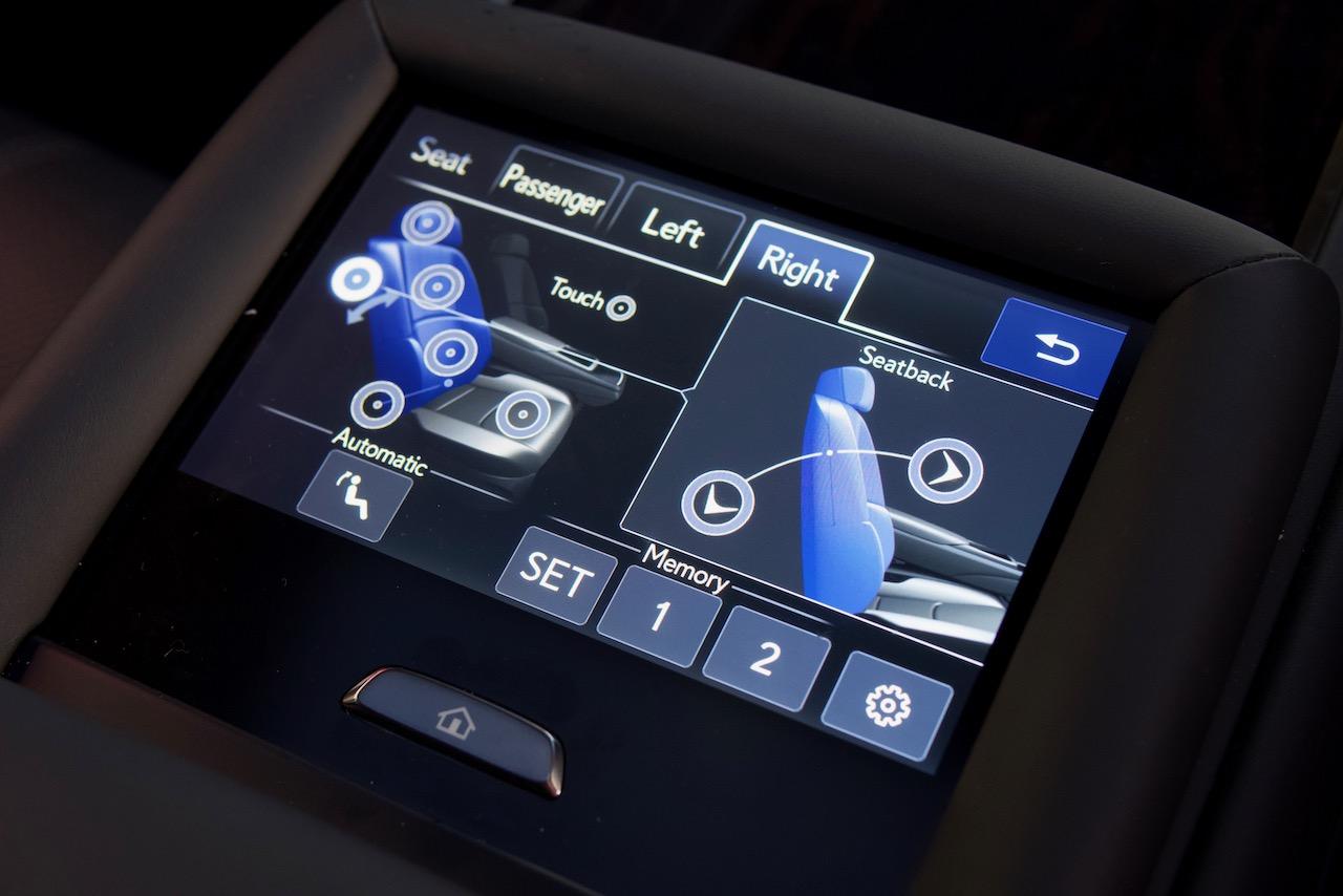 2021 Lexus LS 500 rear seat controls